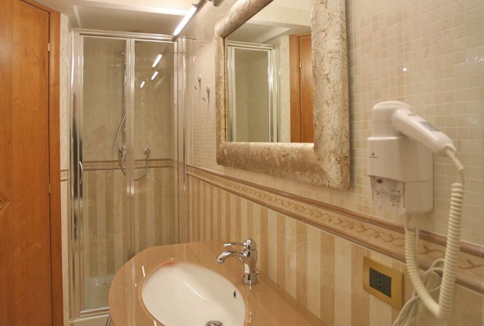 campview-xBathroom-Executive-Suite-Campo-dei-